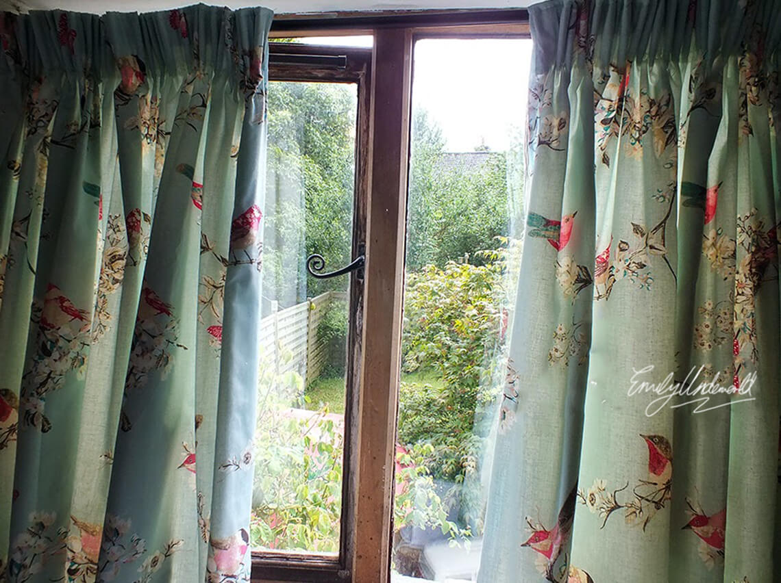 whats-on-my-windowsill-curtains